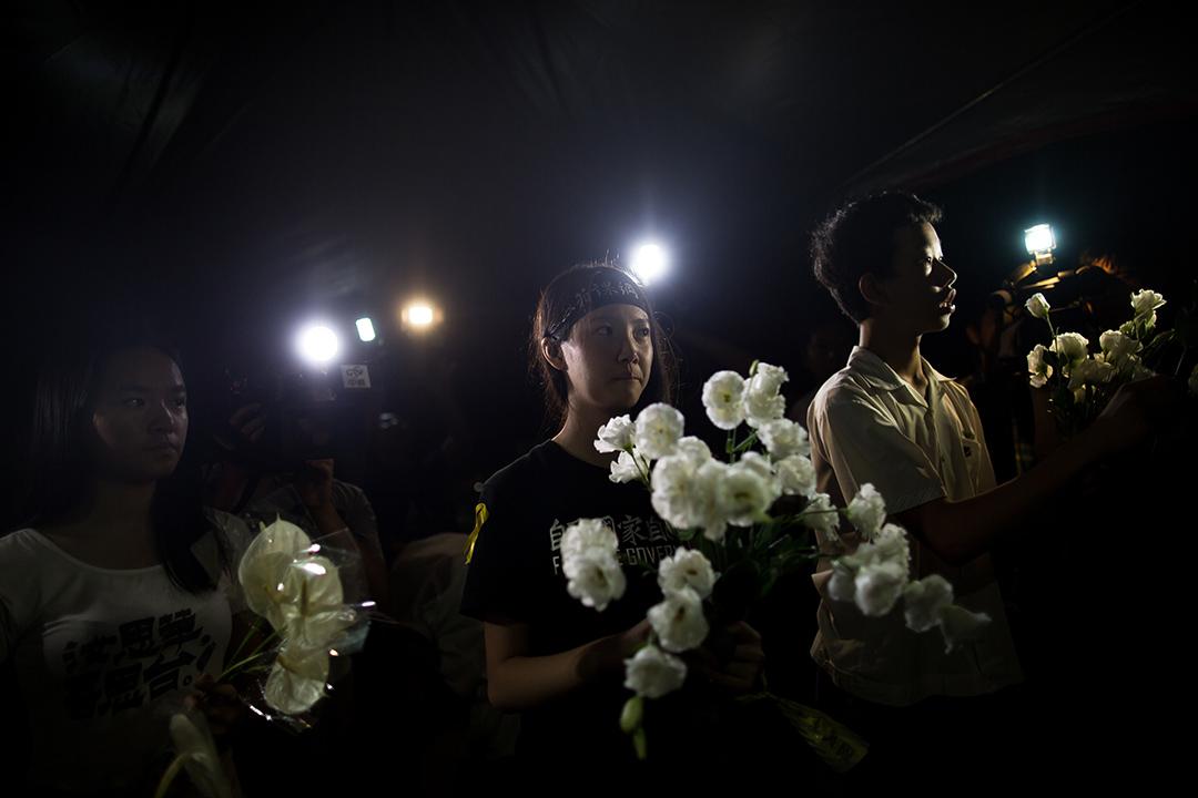 民眾於教育部外悼念學生林冠華。攝: Billy H.C. Kwok/ 端傳媒