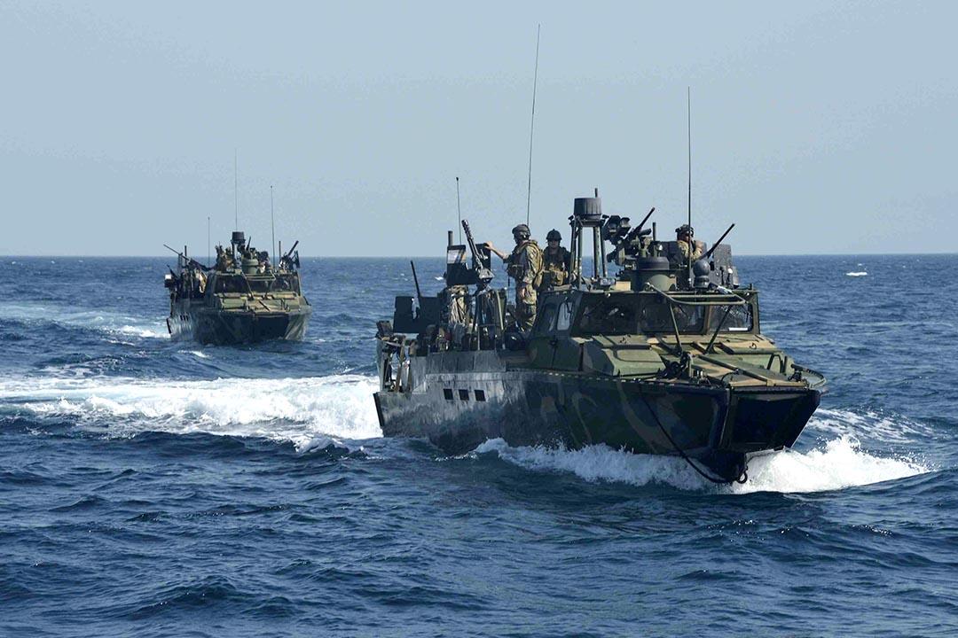伊朗在波斯灣扣留了美國海軍的兩艘艦艇和船上的10名船員。圖為美國海軍艦艇。攝:Mass Communication Specialist 1st Class Peter Lewis/U.S. Navy/Handout via Reuters