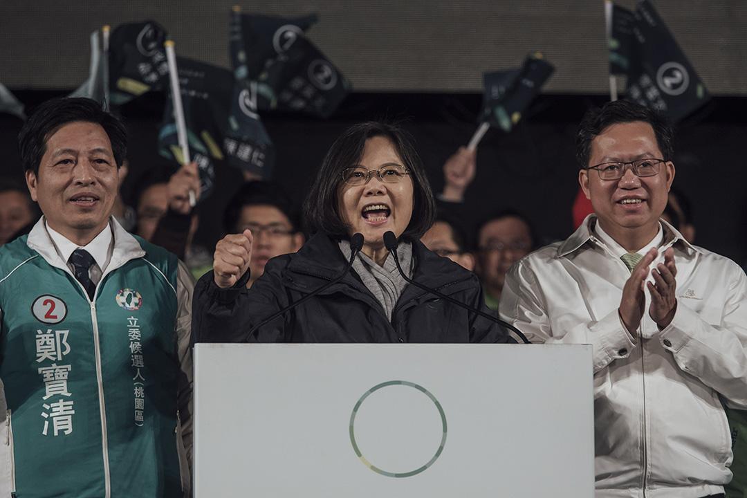 2016年1月14日,台灣,民進黨總統候選人蔡英文出席「點亮台灣每一里」桃園市造勢晚會。攝:Anthony Kwan/端傳媒