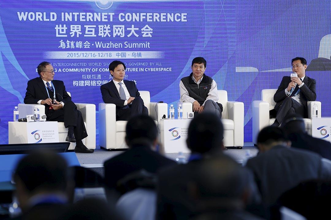 聯想控股董事長柳傳志,小米創辦人雷軍,和百度董事長李彥宏和騰訊主席馬化騰(左到右)出席第二屆世界互聯網大會。攝:Aly Song/REUTERS