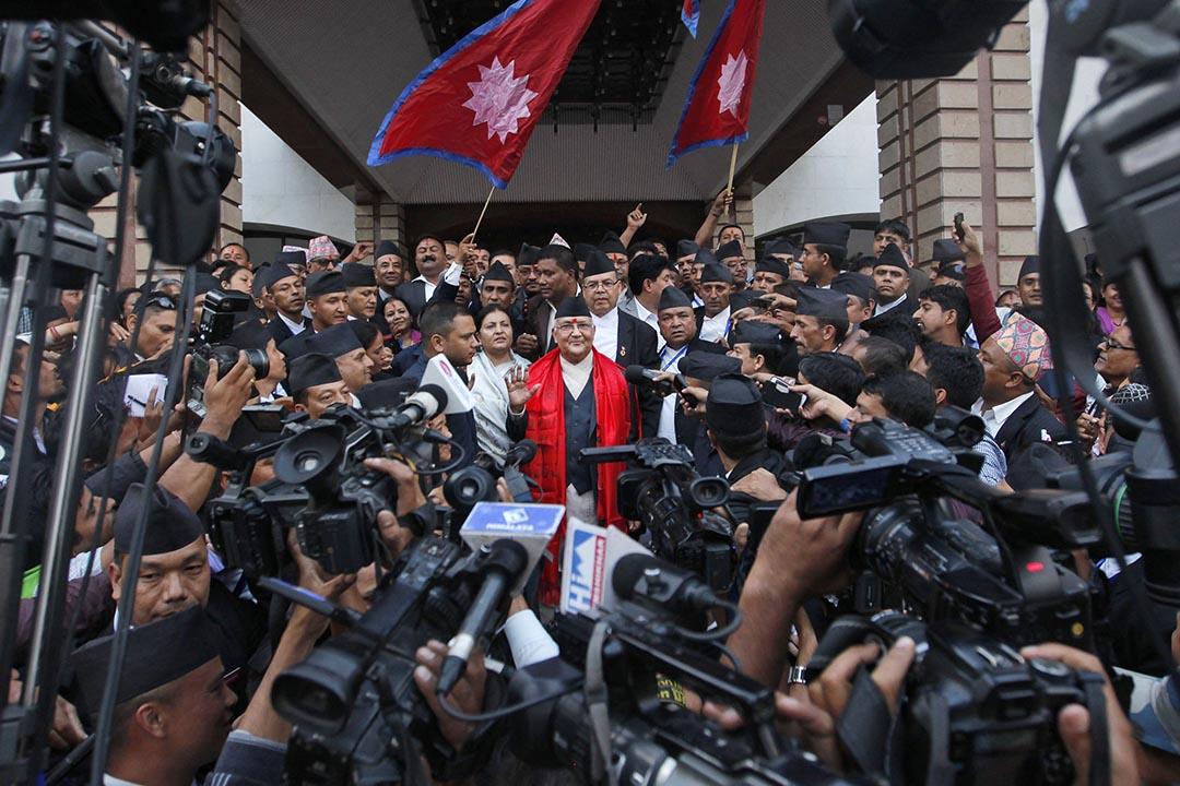 10月11日,尼泊爾加德滿都,尼泊爾共產黨主席奧利當選為新總理後接受傳媒採訪。攝:Niranjan Shrestha/AP