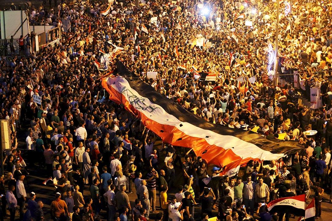 伊拉克民眾連續幾星期走上街頭要求改革。 攝:Ahmad Mousa/REUTERS