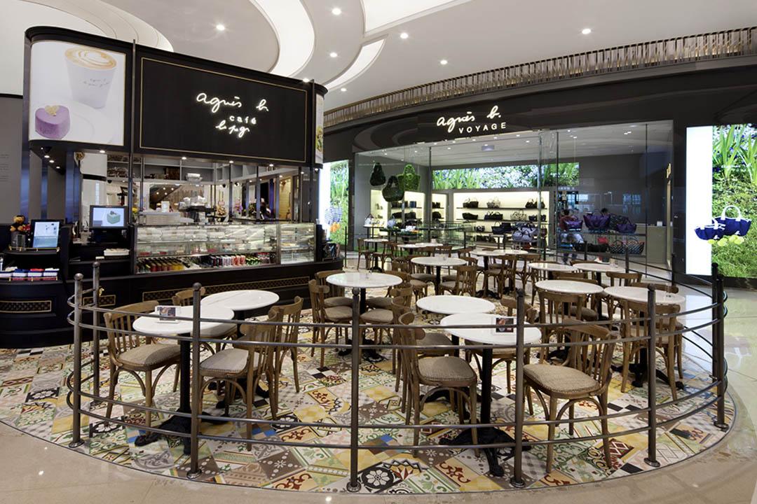 服裝店在 cafe 旁,嘆完 tea 才購物或是購物後坐下休息,悉隨專便。