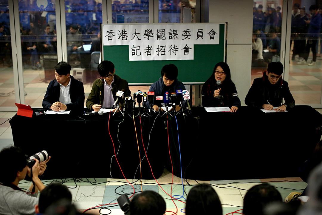 2016年1月28日,香港大學罷課委員會在傍晚召開記者會,回應校委會主席李國章對他們的指控。攝:盧翊銘/端傳媒