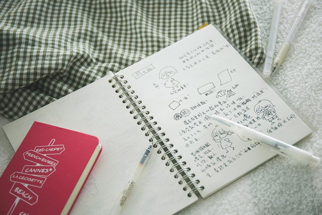 Jenny 對紙張的要求,就是要沒有任何格線。攝:王嘉豪/端傳媒