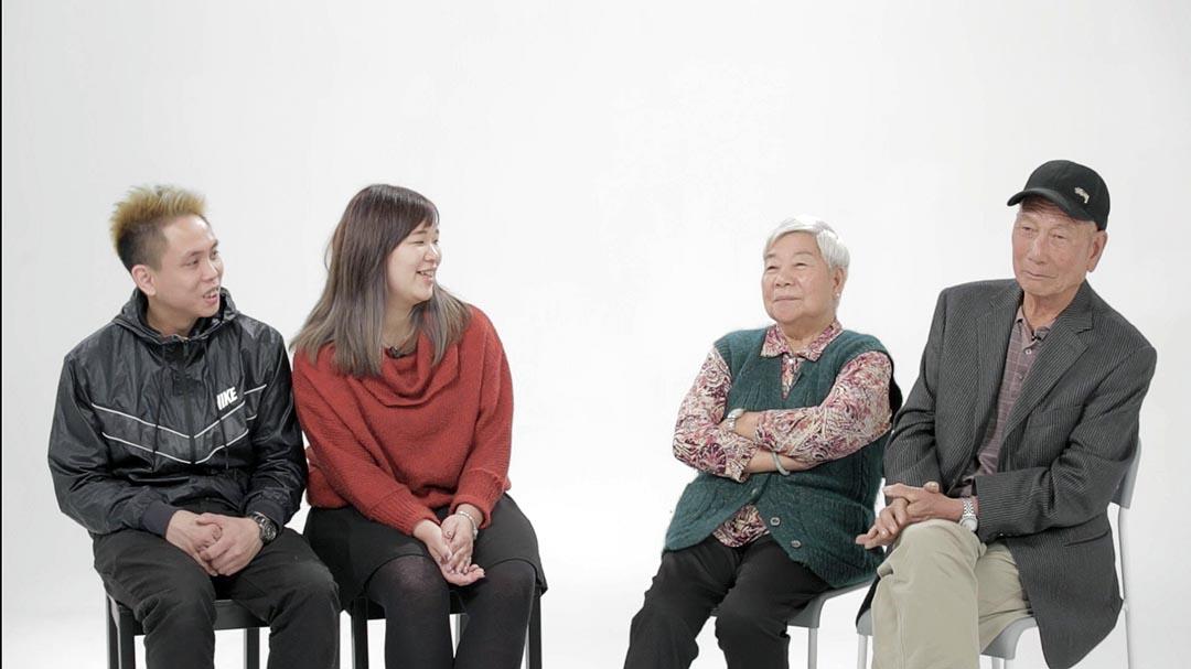 年輕夫婦朱家樑和莫浩恩和老年夫婦麥開榮和梁杏容的對談。端傳媒攝影部