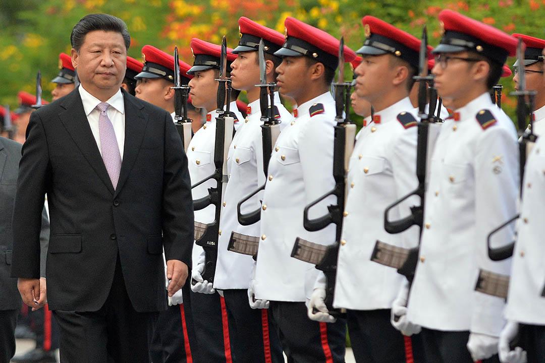 2015年11月6日,新加坡總統府,中國主席習近平檢閱新加坡軍隊。習近平將於7日與台灣總統馬英九會面。攝:Mohd Fyrol/Pool Photo via AP