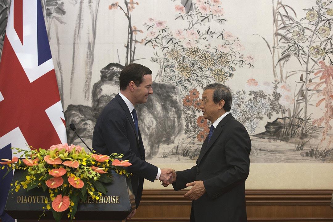 英國財長歐思邦(George Osborne)與中國國務院副總理馬凱,在北京共同主持第七次中英經濟財金對話。攝 : Andy Wong/Pool/REUTERS