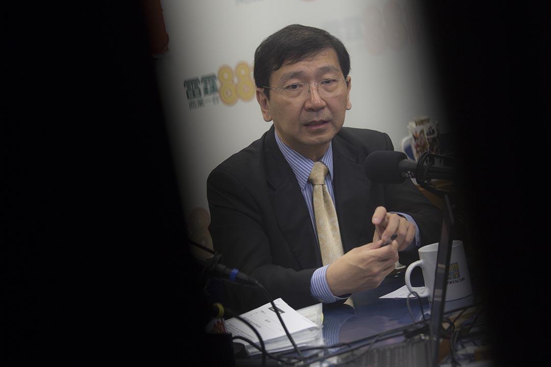 2015年9月30日,香港大學法律學院前院長陳文敏接受電台專訪。 攝:羅國輝/端傳媒