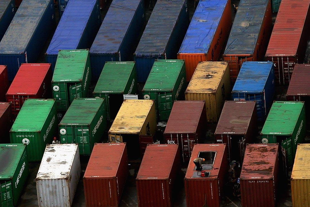 中國10月份進出口數據均遜於預期,預計全年進出口總值增長6%的預期將無法達到。攝:Feng Li/Getty