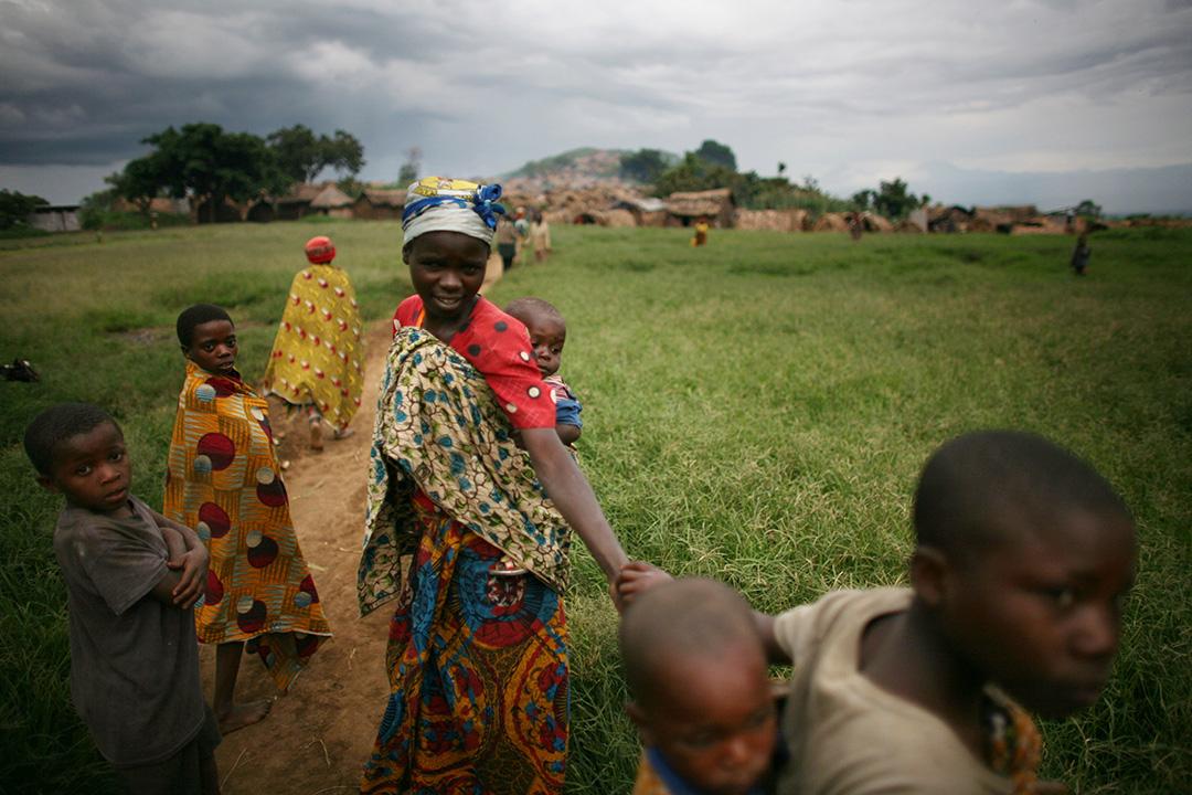 鄉間小路上的盧旺達人。攝:Uriel Sinai/GETTY