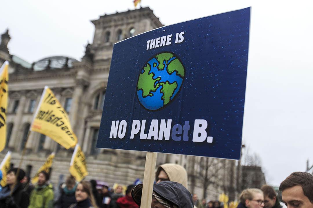 2015年11月29日,德國柏林,關注氣候暖化的人士參與大遊行,呼籲更多人關注全球暖化問題。攝:Carsten Koall/GETTY