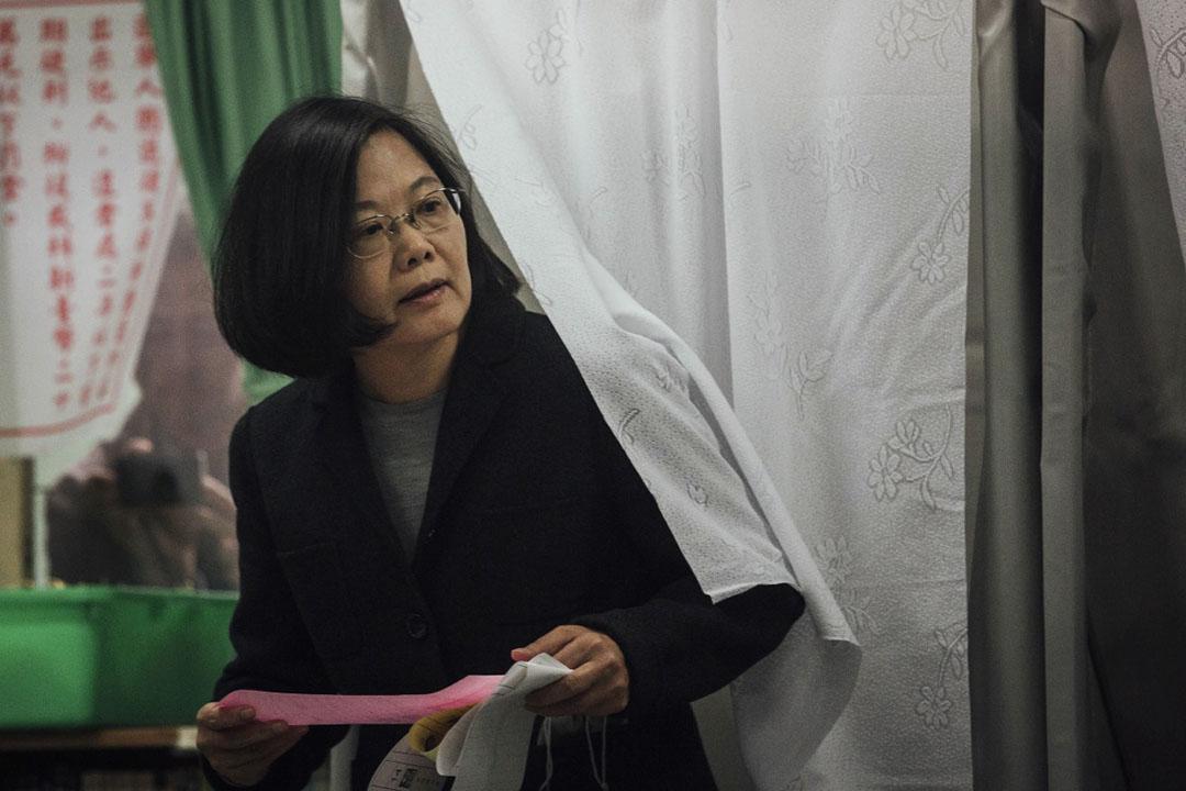 蔡英文在新北市秀朗國小投票。攝: Anthony Kwan/端傳媒