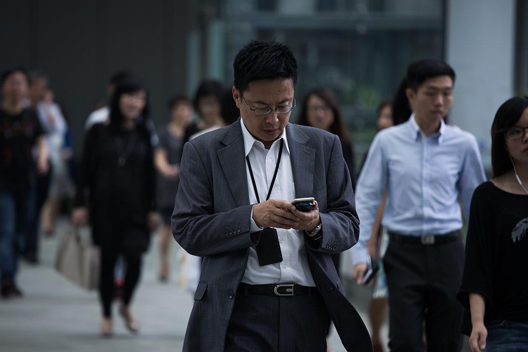 圖為在香港金鐘政府總部上班的職員。攝:盧翊銘/端傳媒