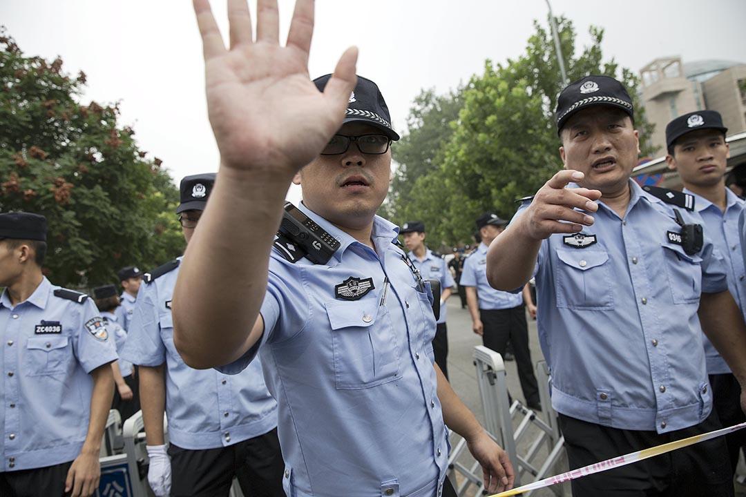 北京警察。攝:Damir Sagolj/REUTERS