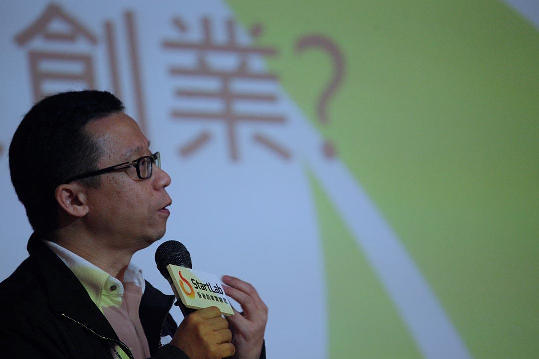 2013年,香港理工大學,香港電視創辦人兼主席王維基向學生分享創業經驗。攝:Jim Chan/EyePress