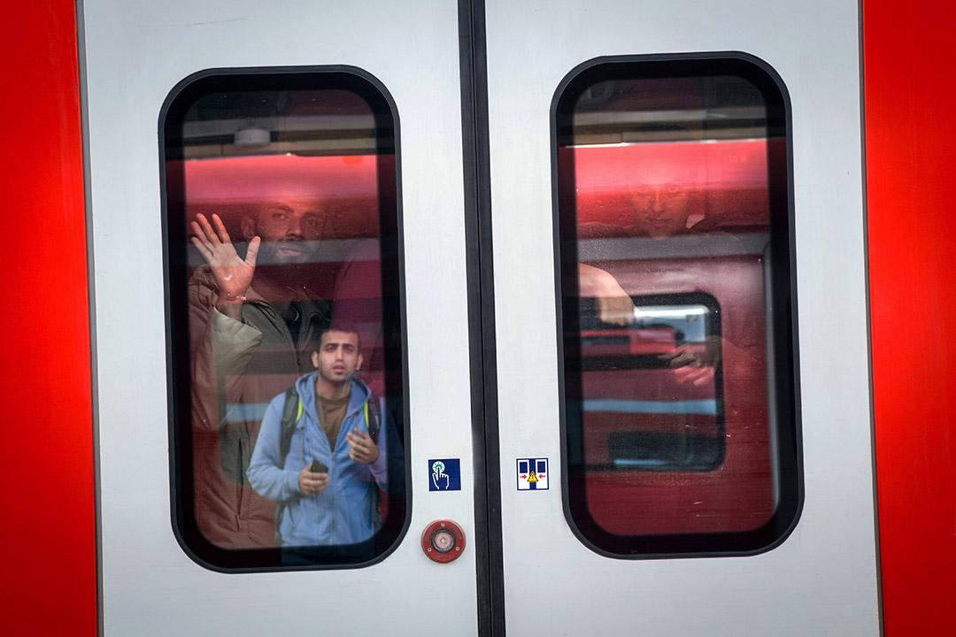 2015年9月6日,德國慕尼黑,逾萬敘利亞難民由匈牙利經奧地利到達慕尼黑中央車站。 攝:Gordon Wetters/端傳媒