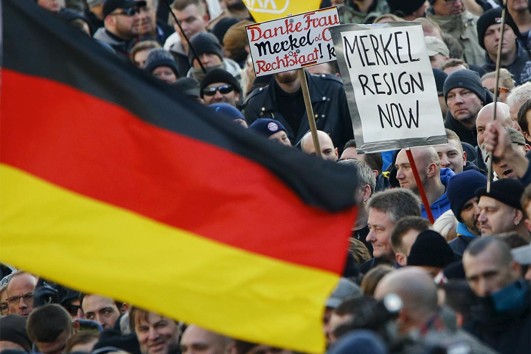 2016年1月9日,德國科隆,反移民團體PEGIDA發起示威,抗議默克爾的難民政策。攝:Wolfgang Rattray/REUTERS
