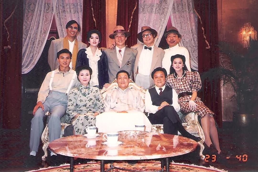 1989年參演電影《奇蹟》,與梅豔芳、成龍同場演出,當時葉蘊儀(右一)才15歲。受訪者提供照片