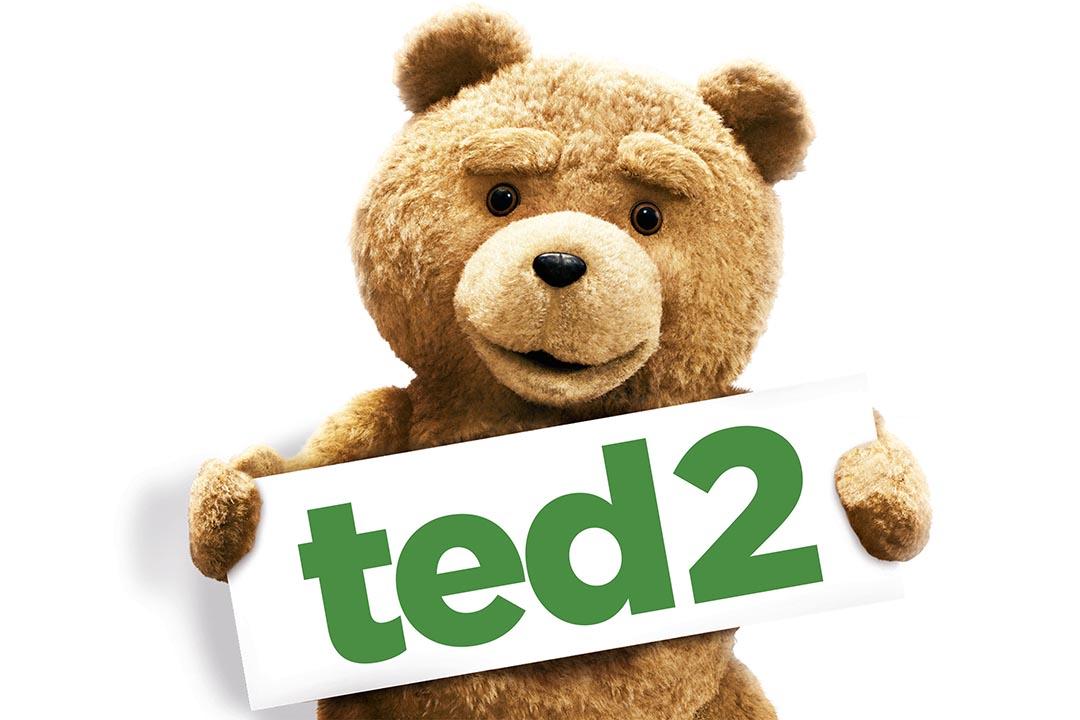 《賤熊2》提出了美國社會對一隻「有生命的玩具熊」的身份認同爭議。圖為《賤熊2》宣傳海報。