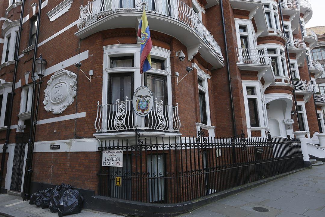 英國警方停止派人全天候監視維基解密(WikiLeaks)創始人朱利安·保羅·阿桑奇(Julian Paul Assange)藏身的厄瓜多爾大使館。攝: Tim Ireland/ AP