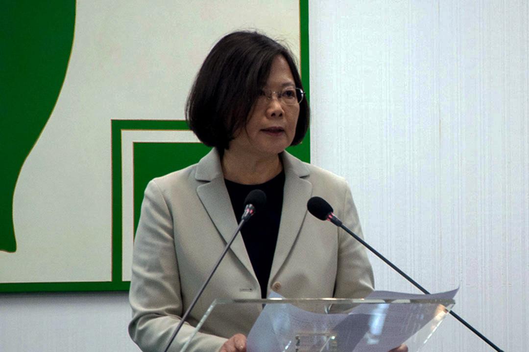2015年11月4日,台北,民進黨黨主席蔡英文於民進黨中常會前針對馬習會發表演說。攝:徐翌全/端傳媒