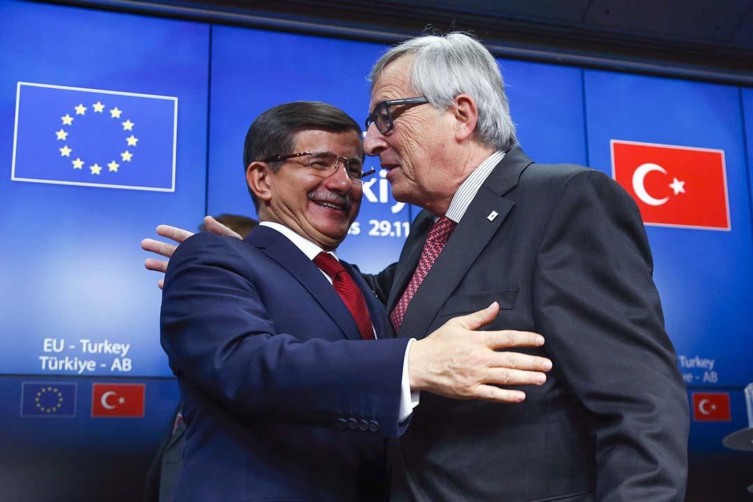 2015年11月29日,土耳其總理達武特奧盧(Ahmet Davutoglu)與歐盟委員會主席容克(Jean-Claude Juncker)召開記者會。攝:Yves Herman/REUTERS
