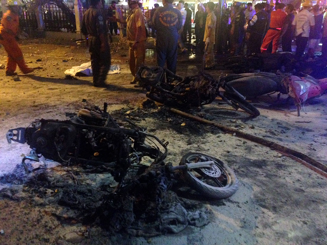 爆炸現場有電單車被焚燬。