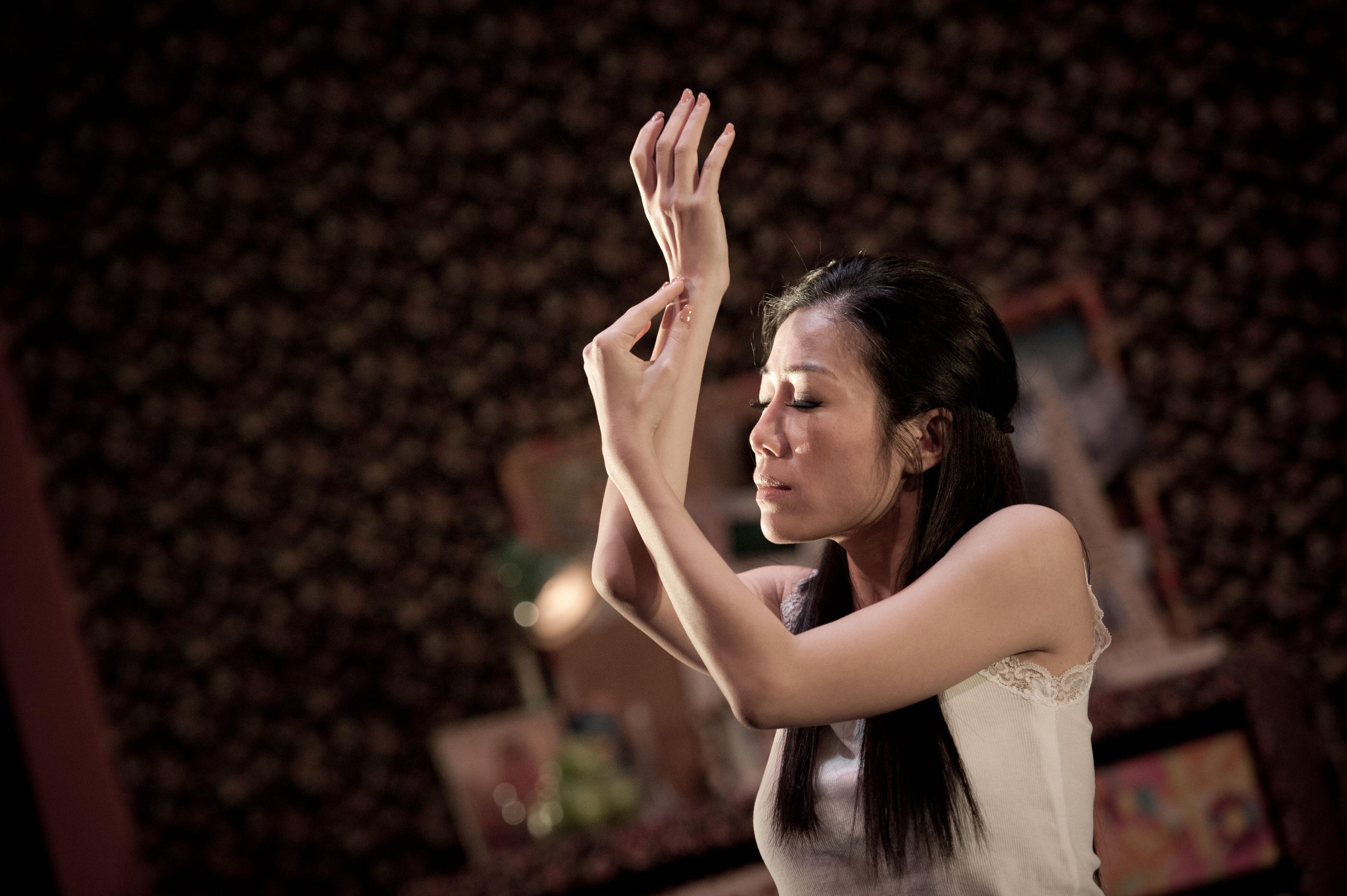 彭秀慧是舞台劇編劇、導演和演員,曾創作和主演多套獨腳戲,十年前首演《29+1》後一炮而紅,之後重演八次,講述一個女人步入三十歲的心路歷程。此為劇照。