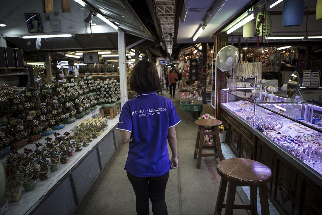 緬甸邊境Mae Sot的一個市場。攝 : Mathieu Willcocks/端傳媒