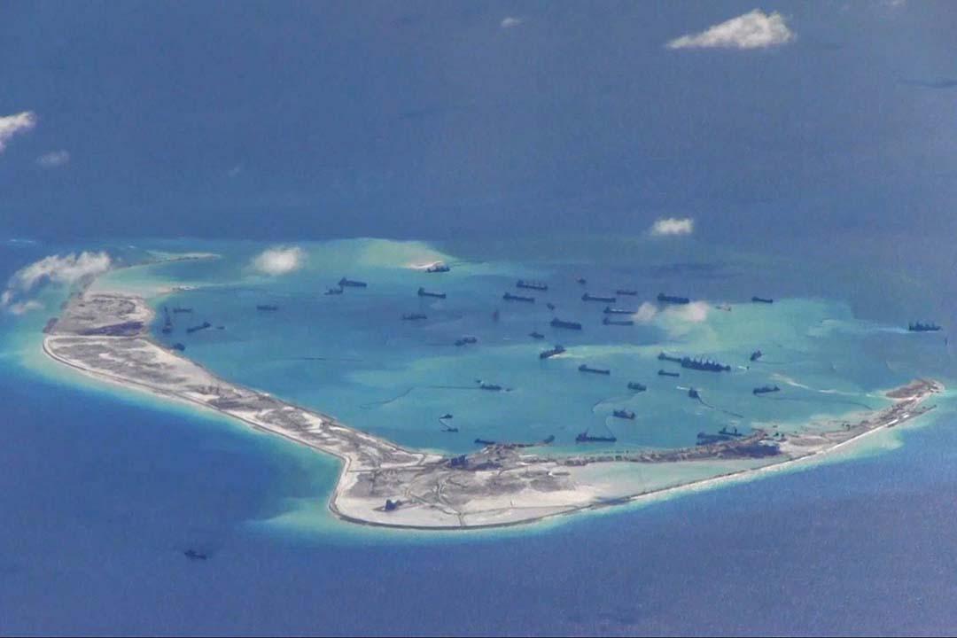 2015年5月21日,美國海軍P-8A海神偵察機拍攝南沙群島的照片。攝:U.S. Navy/REUTERS