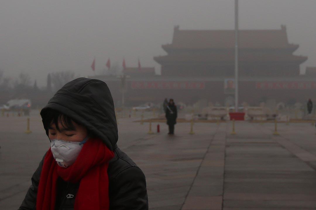 中國的空氣污染問題日益嚴重,圖為霧霾下的北京天安門廣場。攝:Feng Li/GETTY
