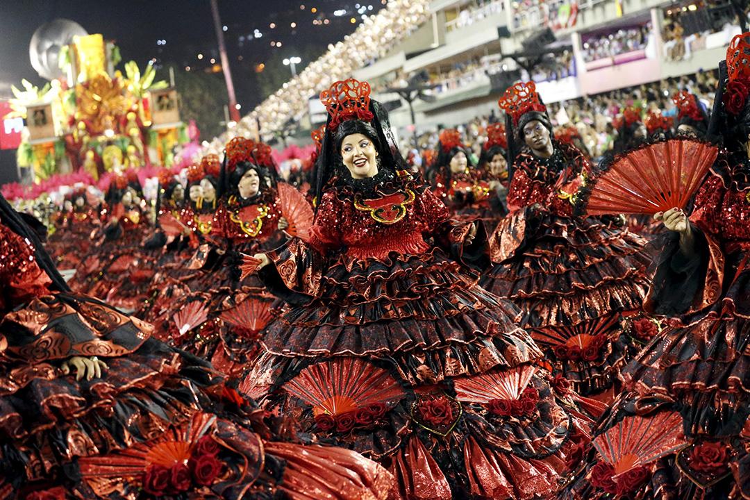 里約熱內盧狂歡節遊行,薩爾蓋羅桑巴舞學校的表演者。攝:Sergio Moraes/REUTERS