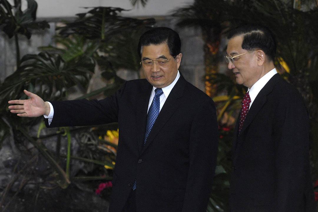 2008年4月29日,北京,時任中國國家主席胡錦濤接待到訪的國民黨榮譽主席連戰。攝:Minoru Iwasaki/GETTY