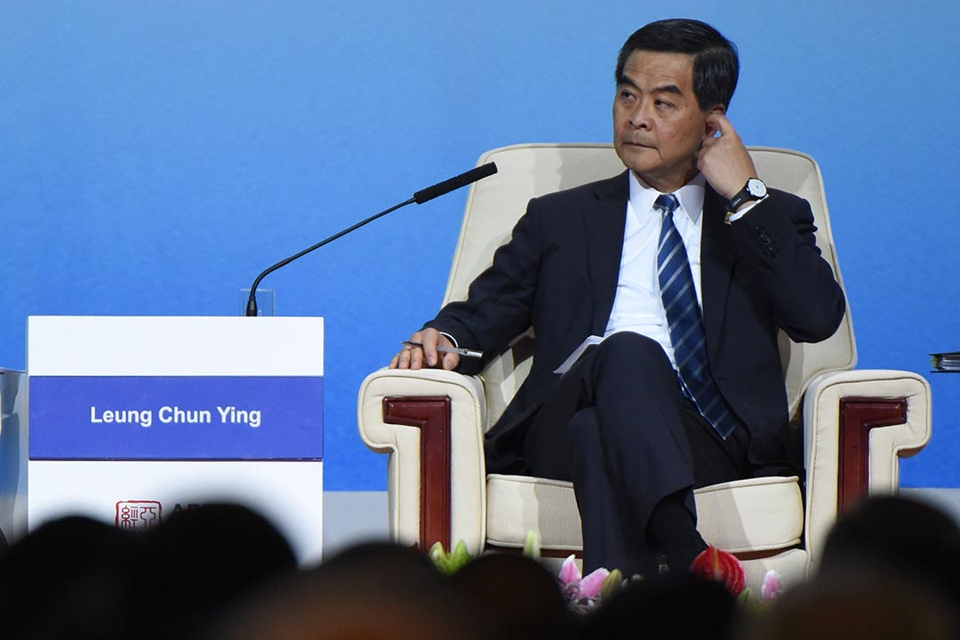 關信基:梁振英的成就與曾蔭權相反,政府方案被否決,人大常委會作出嚴厲的8.31決定。圖為香港特首梁振英去年11月於北京出席APEC論壇。 攝:Wang Zhao/Getty
