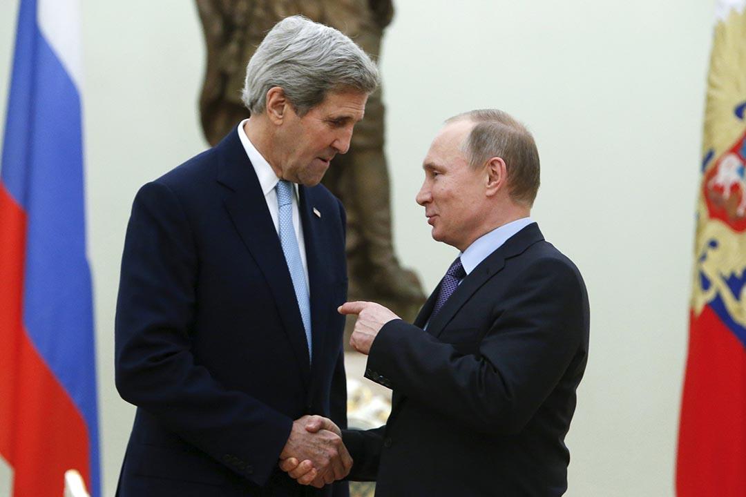 2015年12月15日,俄羅斯總統普京(右)在克里姆林宮會見美國國務卿克里。攝: Sergei Karpukhin/REUTERS