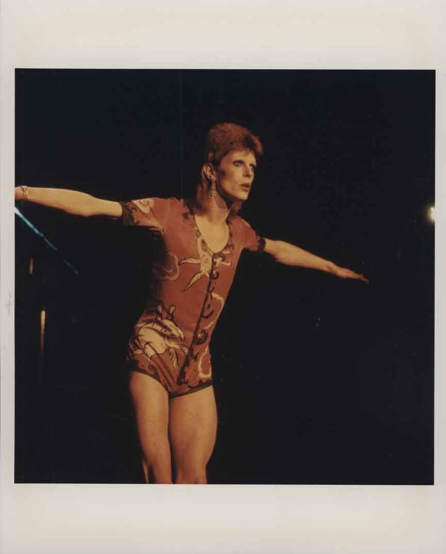 1973年 glam rock 年代妖裏妖氣的 Bowie。圖片由作者提供