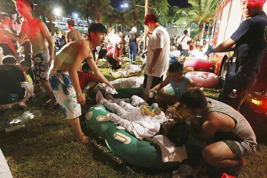 台灣新北市八仙水上樂園發生粉塵爆炸事故。 攝: Stringer/AP