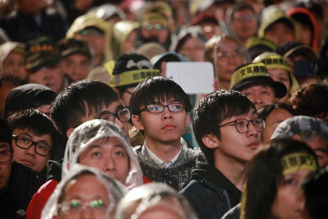 2016年1月15日,台北,學民思潮召集人黃之鋒參與蔡英文的造勢晚會。攝:Billy H.C. Kwok/端傳媒