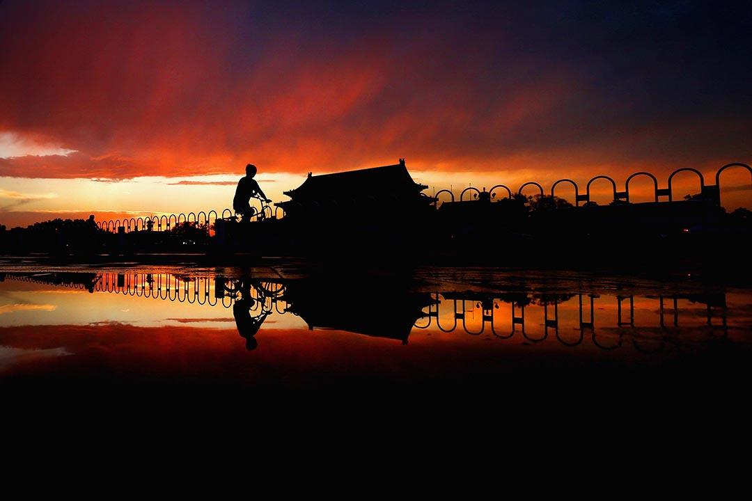 一架單車經過北京天安門。攝: Feng Li/Getty Images