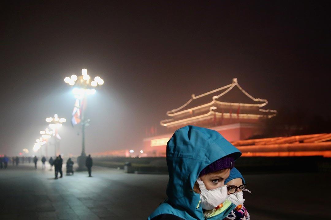 中國環保部衞星遙感監測結果顯示,京津冀及周邊地區21日的灰霾面積為66萬平方公里,重霾面積則達到56萬平方公里。攝 :  Feng Li/GETTY