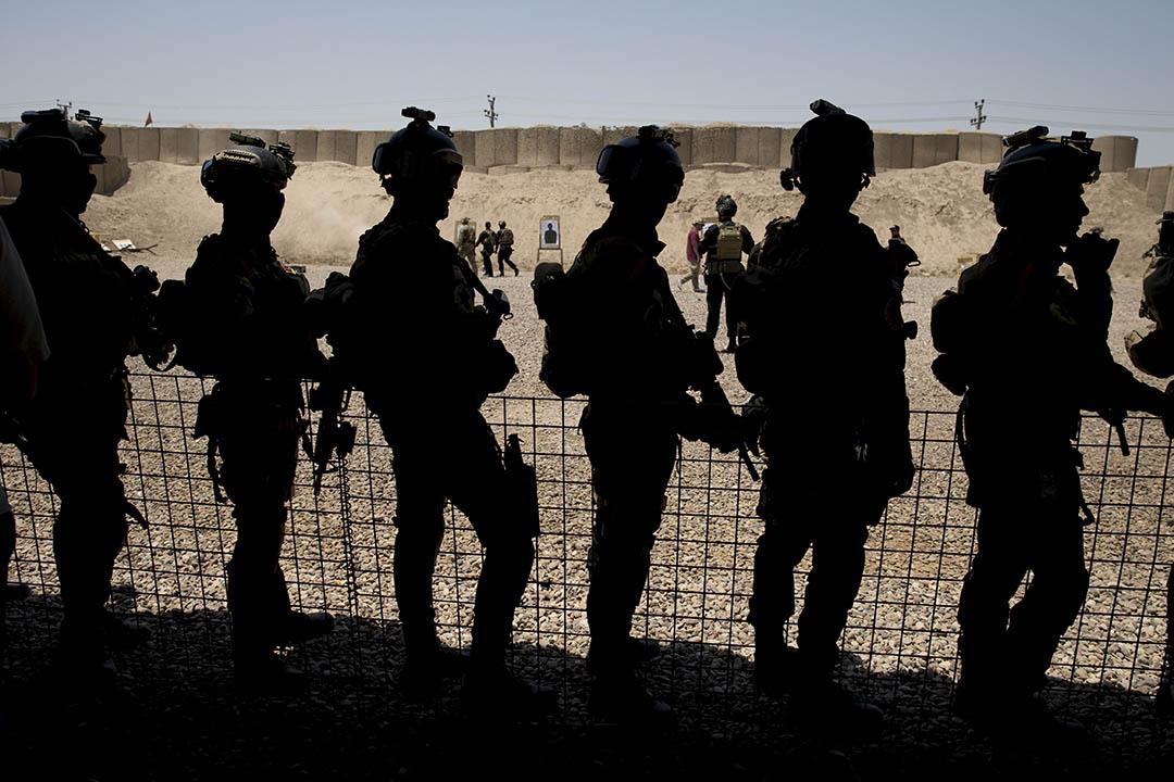 2015年7月23日,伊拉克巴格達反恐基地,美軍在為伊拉克政府軍進行訓練。攝:Carolyn Kaster/REUTERS
