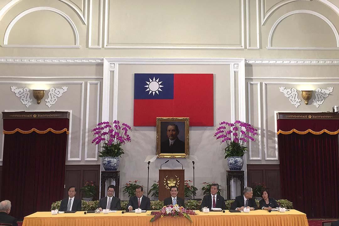 11月5日,台灣總統馬英九主持中外記者會,說明將於7日與習近平會面的相關事宜。攝:Pichi Chuang/REUTERS