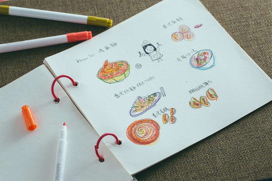 用插圖來畫食譜, Bonnie 就可以記好整個烹調過程。攝:王嘉豪/端傳媒