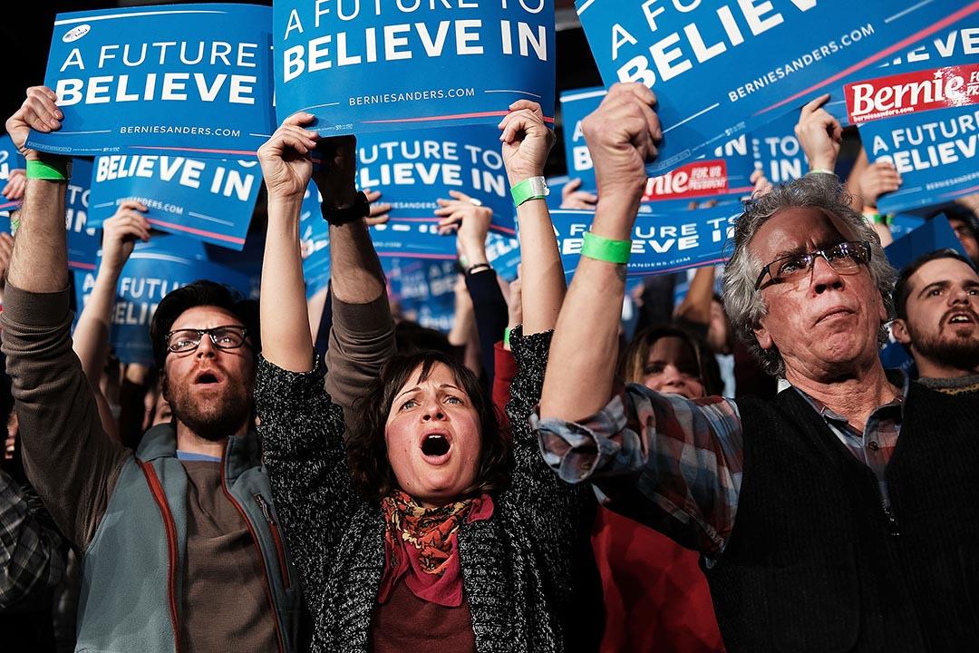 「超級星期二」,民主黨總統參選人桑德斯的支持者在佛蒙特州一個造勢晚會中歡呼。攝 : Spencer Platt/GETTY