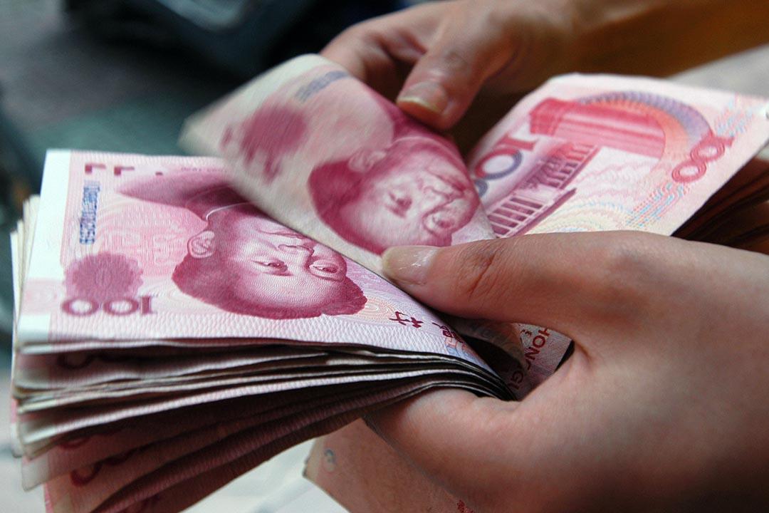 中國金融機構外匯佔款8月驟跌7000億。攝:Stringer/REUTERS
