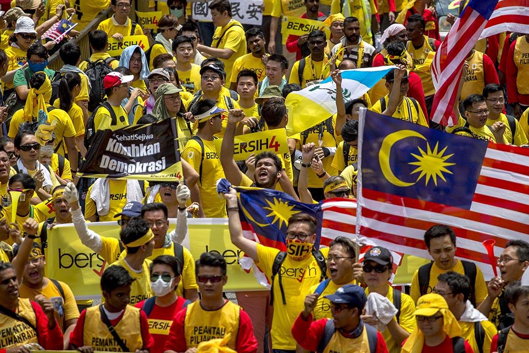 示威者在吉隆坡大規模集會。攝 : Athit Perawongmetha/REUTERS