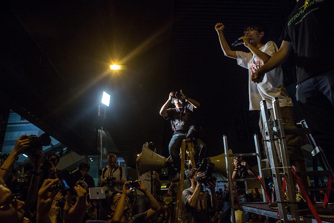 學民思潮召集人黃之鋒因煽動他人參與非法集會等兩項罪名被「預約拘捕」。攝:Chris McGrath/GETTY