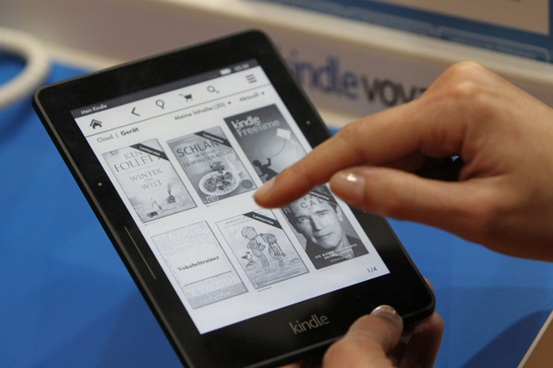傅月庵:「數位閱讀」重傷「紙本閱讀」早成事實,台灣出版界卻將矛頭指向電子書,並以電子書遲遲未成氣候而竊竊自喜。攝:DANIEL ROLAND/AFP