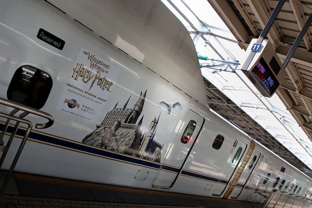 2015年2月14日,大阪,一輛新幹線列車停泊在新大阪站。摄: Buddhika Weerasinghe/GETTY